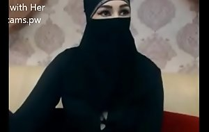 Indian Muslim girl in hijab stay chatting on cam