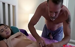 Daddy Can't Avoid His Frontier fingers Be useful to Hot Brunette Daughter- Dakota Knight