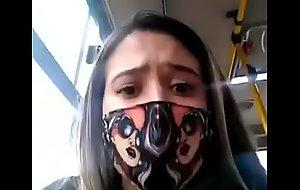 Morra se masturba en bus publico y deja todo mojado
