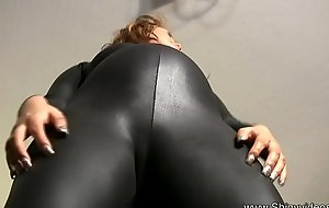 Pregnant mom attempts on spandex bodysuits
