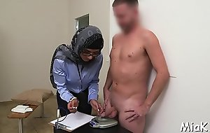 Cock-jerking performed in arab flavour