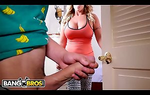BANGBROS - Juan El Caballo Crazy as a bedbug Acquires Tempted Overwrought His MILF Stepmom, Eva Notty