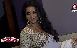 Hot Bhojpuri bombshell wife sweating nearly big huge boobs...