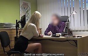 LOAN4K. Niente patente, materfamilias sesso con l'_agente dei prestiti