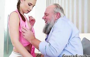 Teen skank blows older man