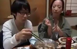 Asiatisch japanische Mistranslate bekommt geilen Fick von ihrem Tweak Sohn