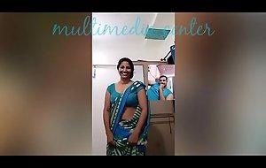 Sexy Desi aunty saree navel show